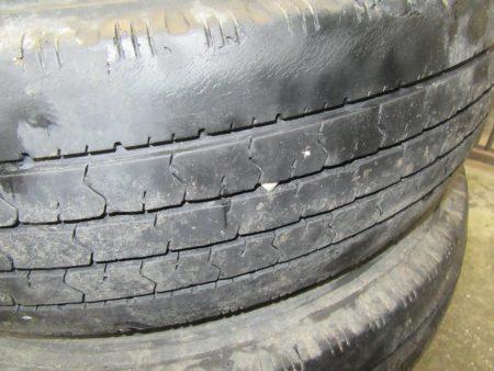 交換前タイヤ